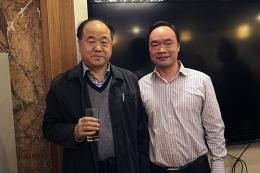 """诺贝尔文学奖获得者""""莫言""""先生与公司总经理""""孙晓华""""先生合影"""