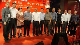 集团公司总裁张良先生与老窖醇香获奖客户留影